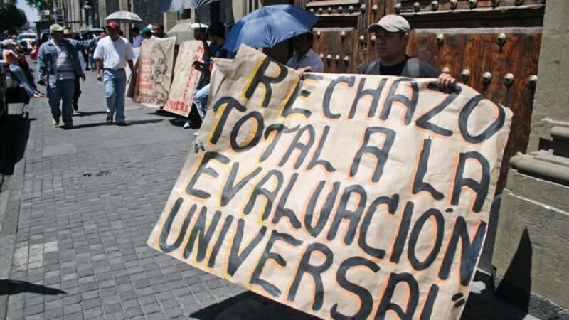 Maestros protestan en Michoacan