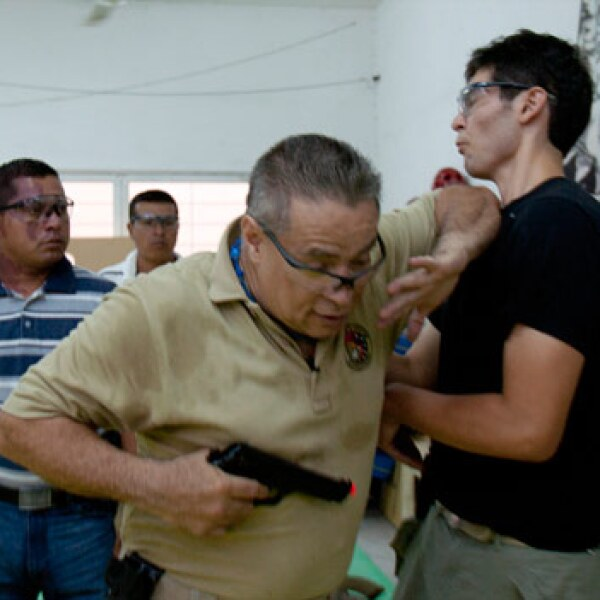 Mario Falcone capacita a guardaespaldas