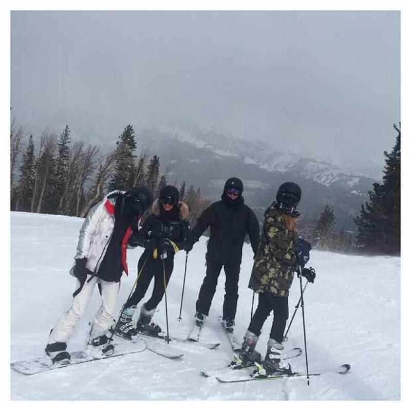 Kim, Khloé, Kylie Jenner y la pequeña North chocaron hace unas horas durante su paseo en la fría Montana.