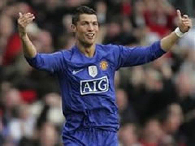 Cristinao Ronaldo completaría al equipo Real Madrid que recientemente adquirió al brasileño Kaká. (Foto: Reuters)