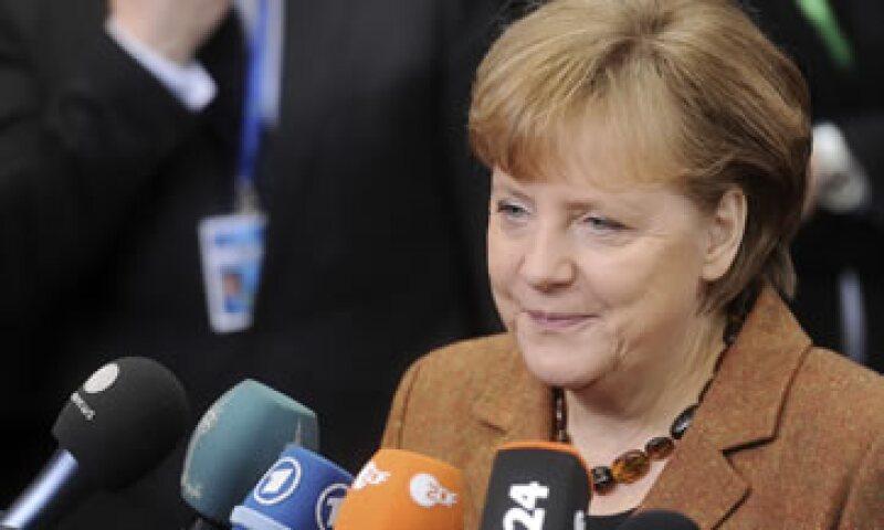 La aprobación del paquete impulsado por Angela Merkel dependerá de los principales partidos de oposición. (Foto: AP)