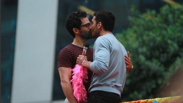 """El actor insiste en que su compañero en la serie &#39Sense 8&#39, Miguel Ángel Silvestre, y él son solo """"colegas"""" a pesar de las escenas subidas de tono que protagonizan juntos"""