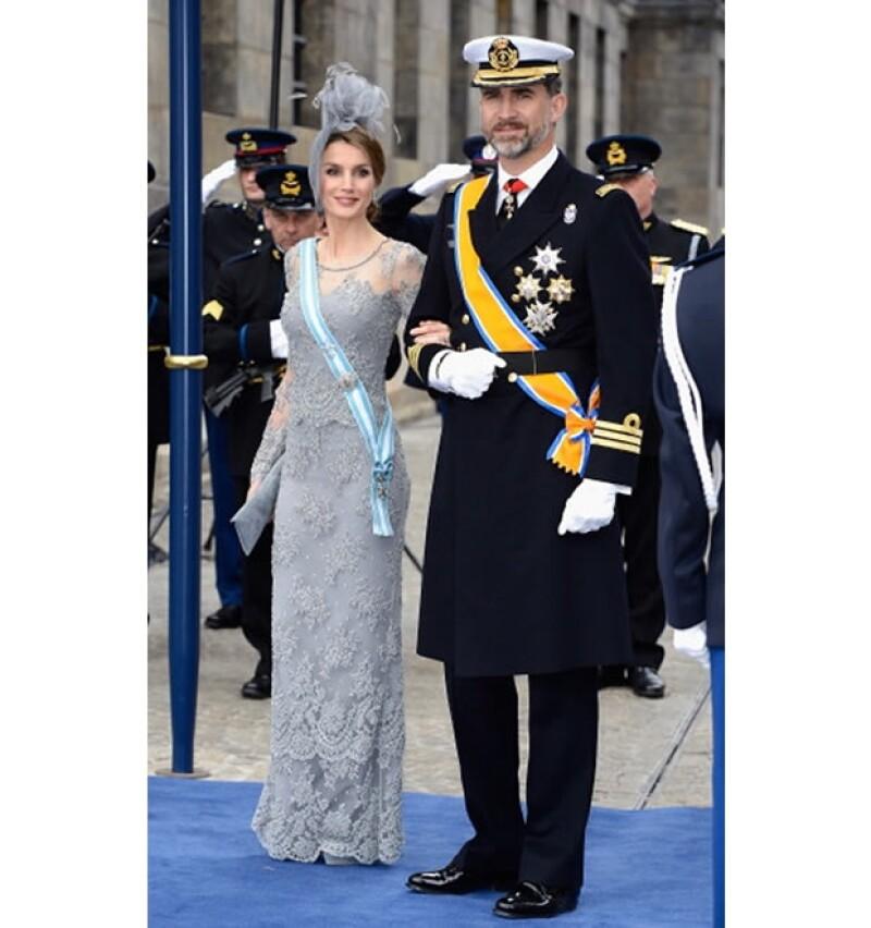 Los Príncipes de Asturias en la investidura del Rey Guillermo Alejandro, Letizia no tiene una orden holandesa por lo tanto lleva la de España.