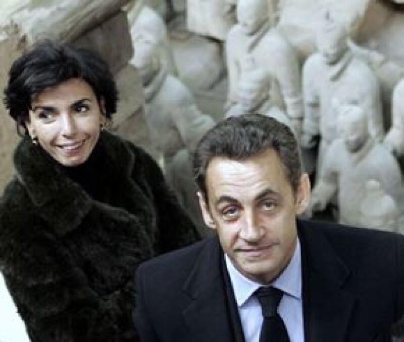 Richada Dati no ha dicho quién es el papá de su bebé, eso ha ocasionado que existan tres candidatos: el hermano de Sarkozy, el ex presidente español Aznar, e incluso Pinault, papá de la hija de Salma.