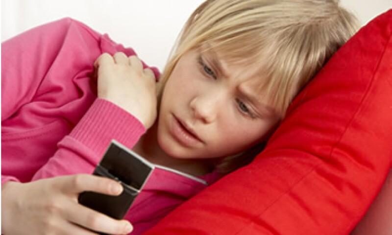 Los teléfonos celulares tienen las mismas bacterias que ocasionan las infecciones intrahospitalarias. (Foto: Photos to Go)