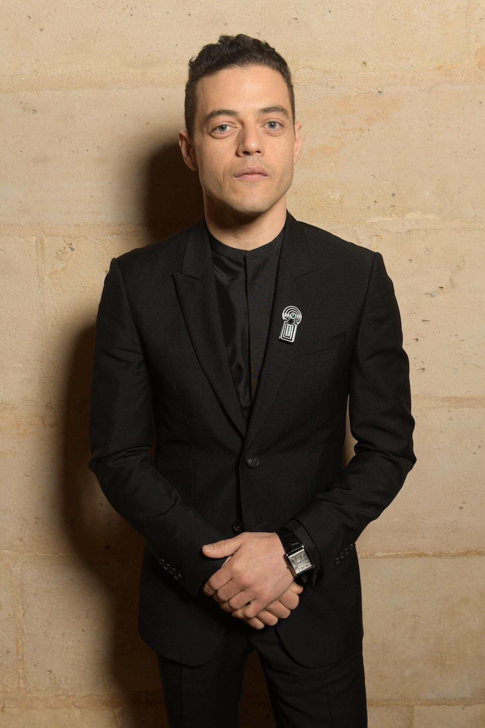 El ganador del Oscar Rami Malek optó por un look total black