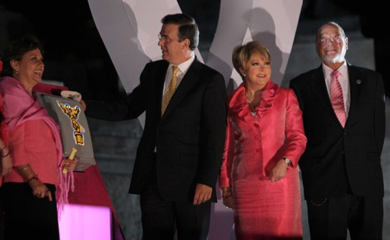 El Gobierno del Distrito Federal a través del Instituto de Las Mujeres del DF y la compañía Estée Lauder lanzaron nuevamente la cruzada contra el cáncer de mama.