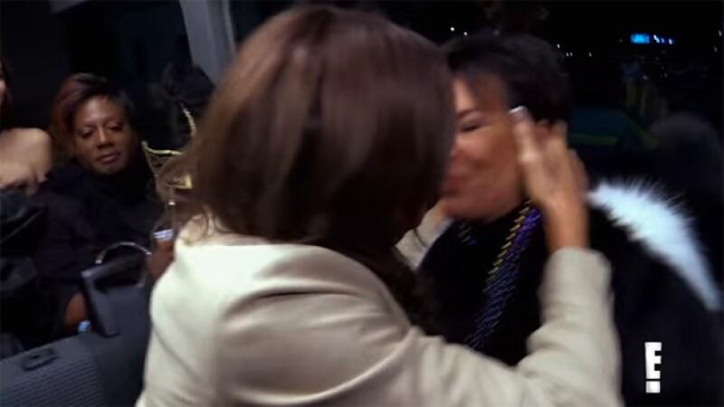 Pero al parecer Kris no estuvo muy complacida del beso de su ex.