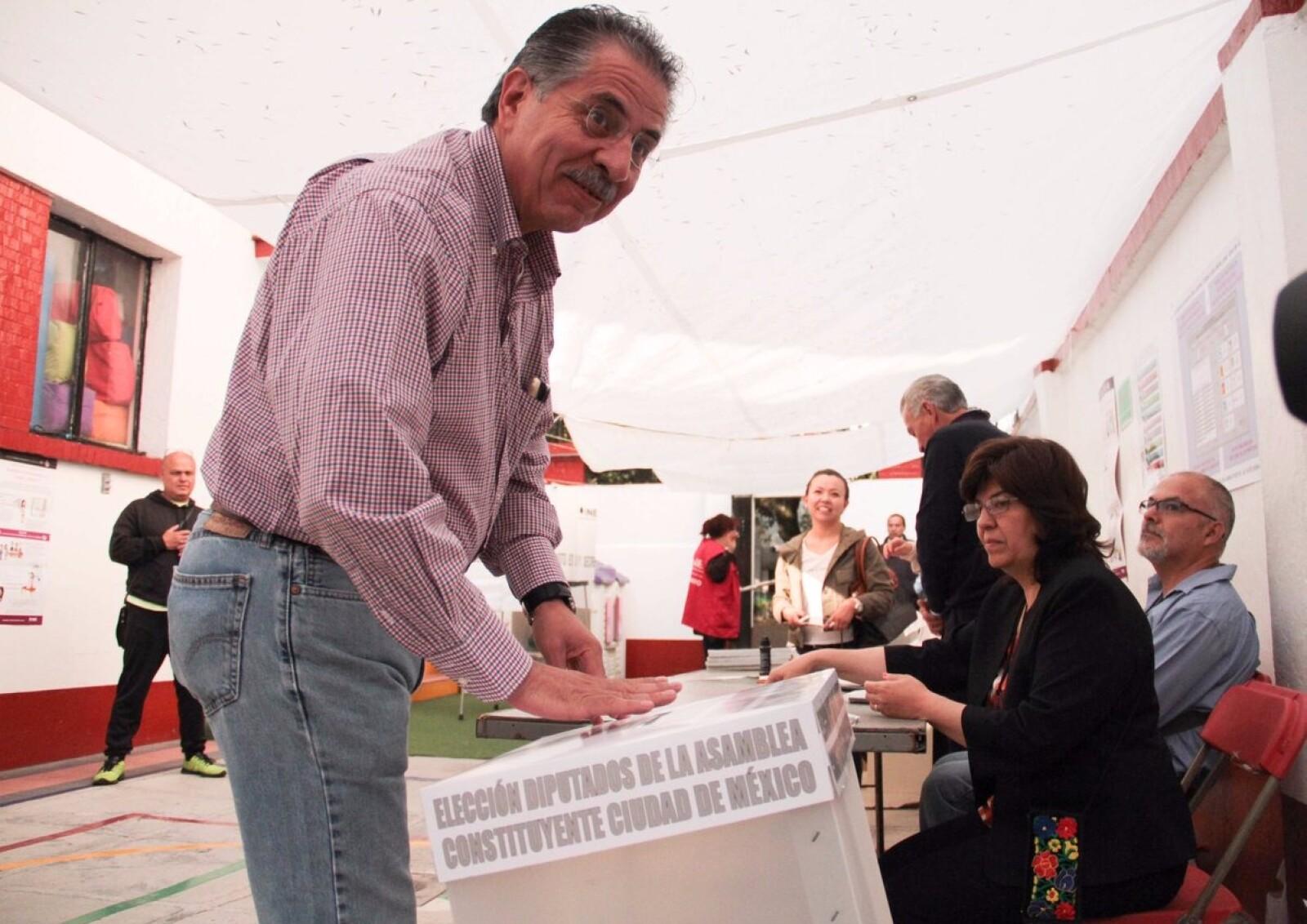 El expresidente el PRD y actual coordinador de Nueva Izquiera, Jesús Ortega votó en la Ciudad de México para elegir a los diputados de la Asamblea Constituyente y resaltó la importancia del proceso que dará como resultado la primera Constitución de la CDMX.