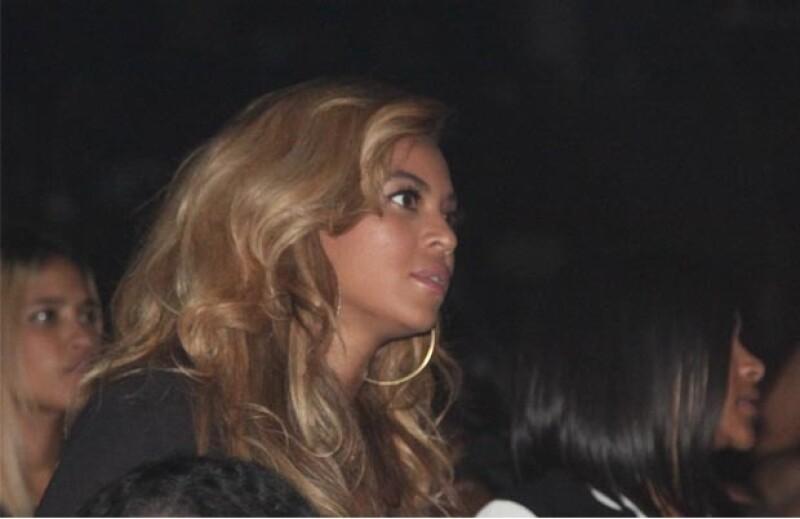 La esposa de Jay Z no tiene reparos en demostrar su apoyo a Barack Obama.