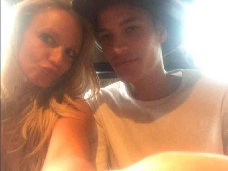 La cantante se ha dejado ver muy cercana a un joven modelo que trabajó con ella en su próximo video.