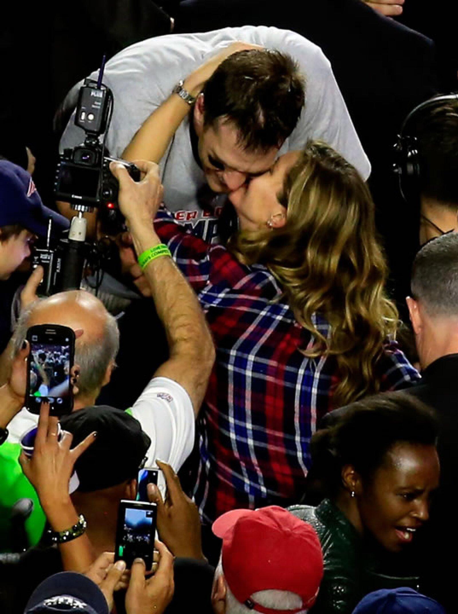 Las cámaras captaron el momento en que Gisele compartía la felicidad por el triunfo de uno de los jugadores estrella del partido Patriots vs Seahawks.
