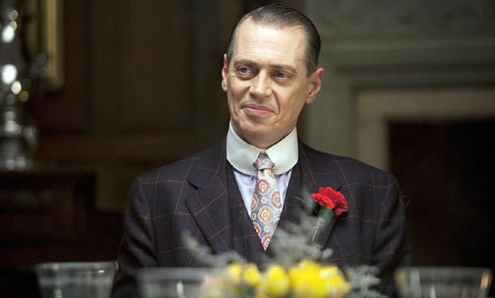 Esta serie se ubica en la década de 1920 en Estados Unidos, cuando la prohibición del alcohol fue el origen de mafiosos como Al Capone o Elliot Ness. El primer episodio tuvo un costo de 18 millones de dólares.