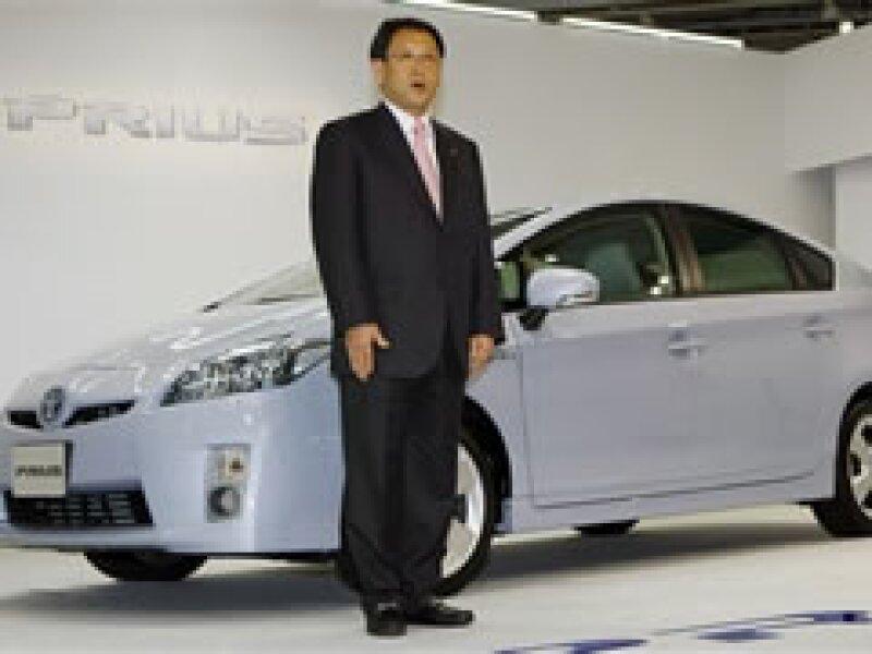 El vicepresidente ejecutivo de Toyota, Akio Toyoda, durante la presentación del neuvo Prius en Tokio. (Foto: AP)