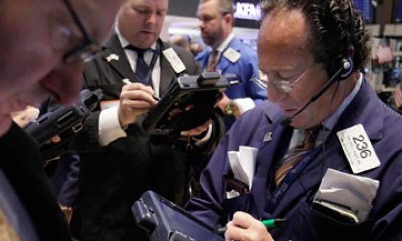 Los sectores bancario y tecnológico registraron pérdidas en la jornada. (Foto: AP)