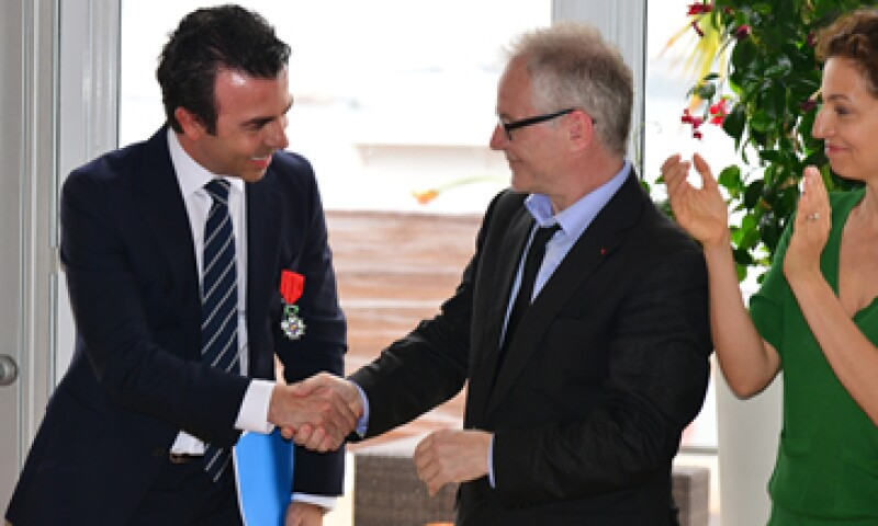 Thierry Frémaux (der) condecoró a Ramírez en Cannes. (Foto: Notimex)