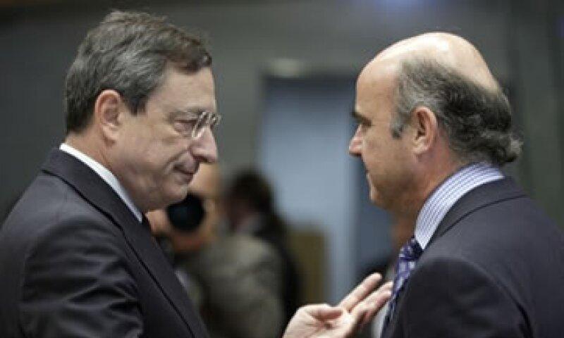 Hasta el final del año pasado, el BCE que dirige Mario Draghi (izq.) había endurecido las normas de uso de ABS. (Foto: AP)