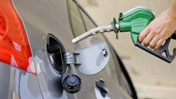 Hacienda recordó que el 20% de la población de mayores ingresos absorbe más del 57% del subsidio a las gasolinas. (Foto: Getty Images)