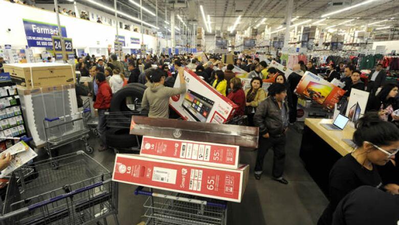 Un consumo aletargado por una débil economía dificultará alcanzar la expectativa de las autoridades, estimada en 200,000 mdp, pronosticaron expertos.