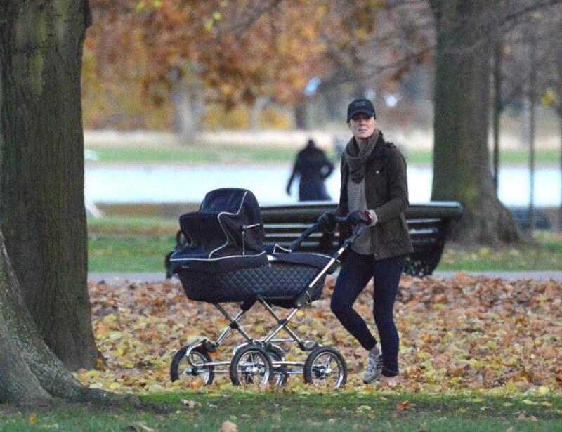 Cuando el príncipe George nació, Kate lo llevó por los jardines de Kensington para disfrutar de un tiempo entre madre e hijo.