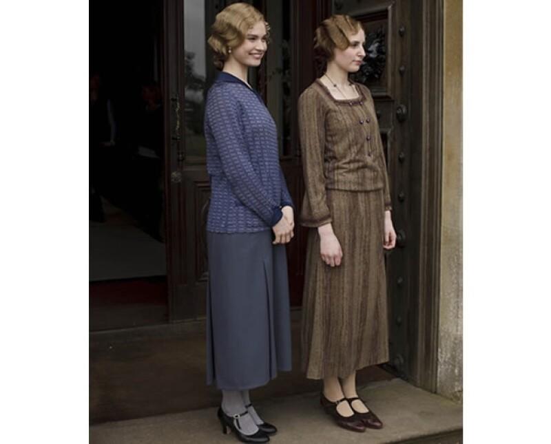 La serie inglesa ha cautivado con su historia y personajes de época. Fuera del set, las actrices que personifican a las damas de sociedad, disfrutan del festival de música Glastonbury.