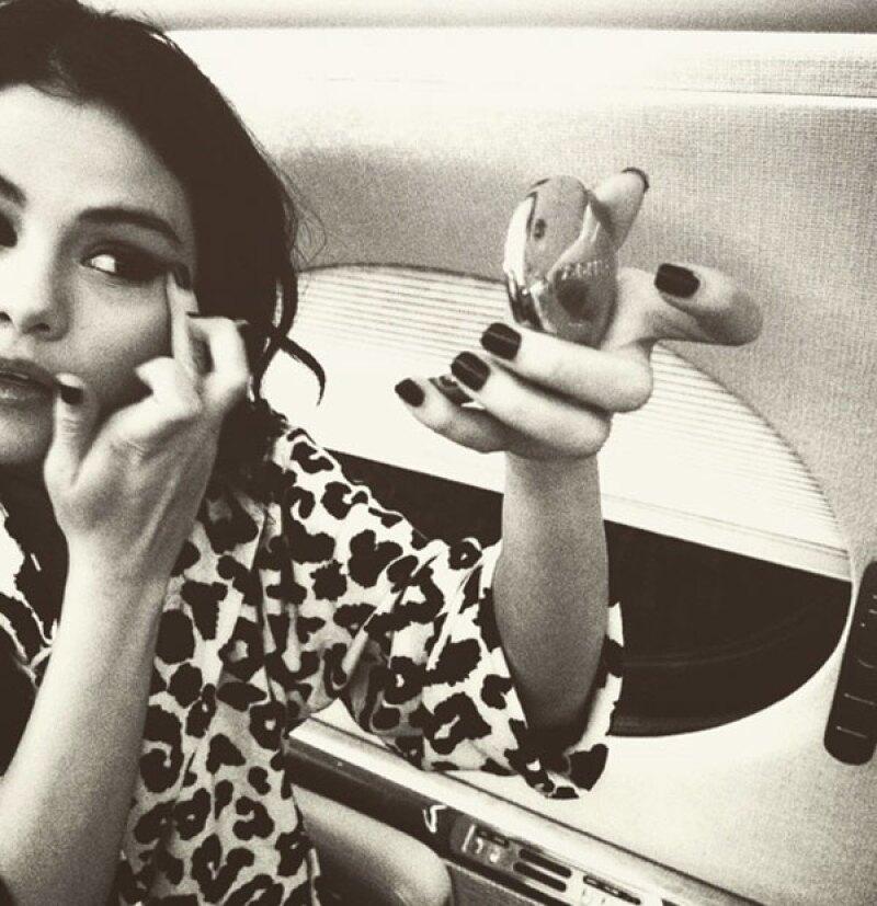 La cantante publicó una foto en donde se le ve en un avión privado.