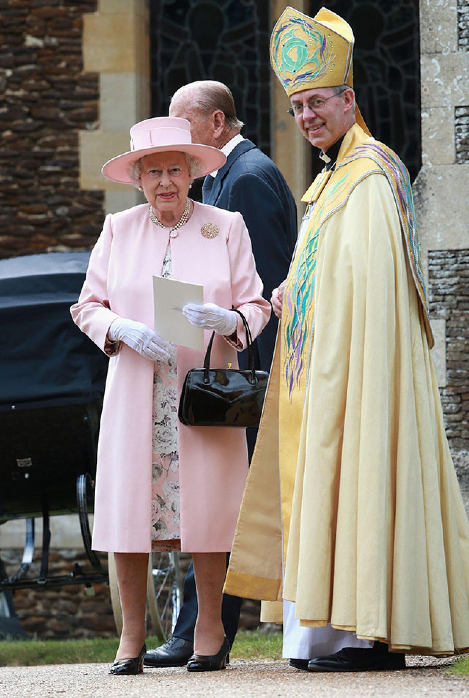 La reina Isabel II y el arzobispo.
