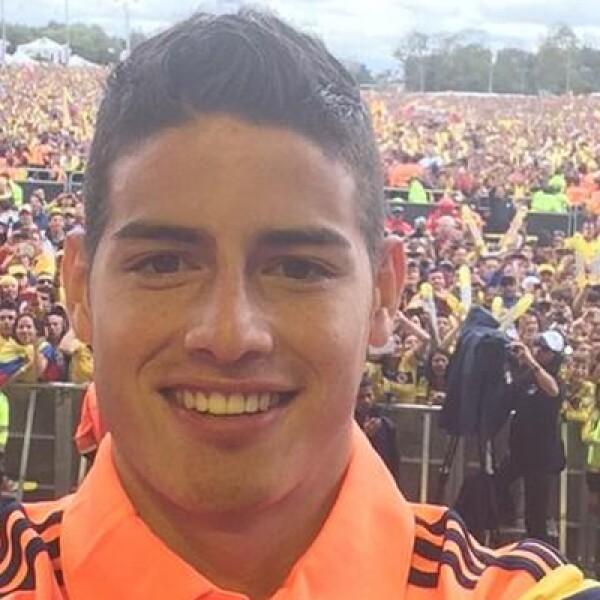 Una de las estrellas de la Copa, el colombiano James Rodríguez, agradeció el recibimiento en su país con esta foto.