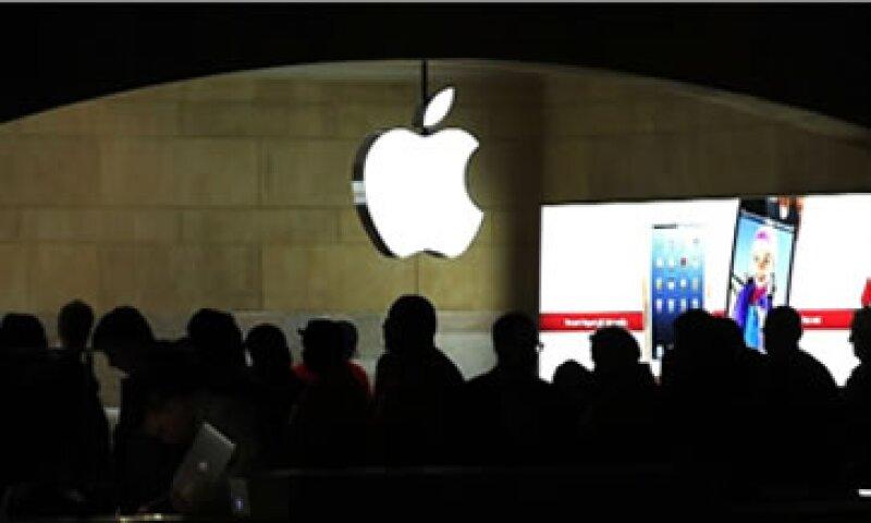 Recientemente, Apple negó que desarrollara una versión más barata del iPhone.  (Foto: Cortesía CNNMoney)
