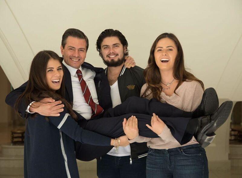 Enrique Peña Nieto y sus hijos, Paulina, Nicole y Alejandro Peña