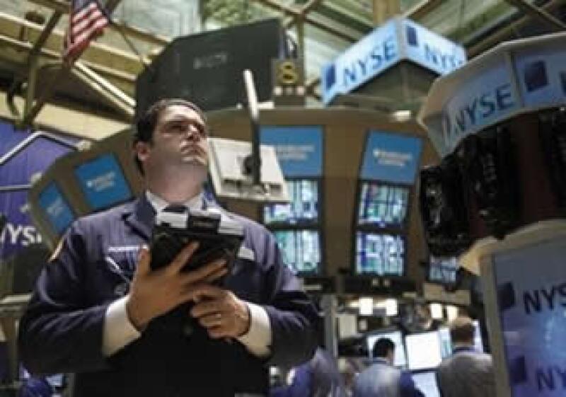 Las expectativas del pronto fin de la recesión en EU generan optimismo en los mercados. (Foto: AP)