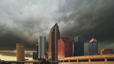 ciudad nubarrones