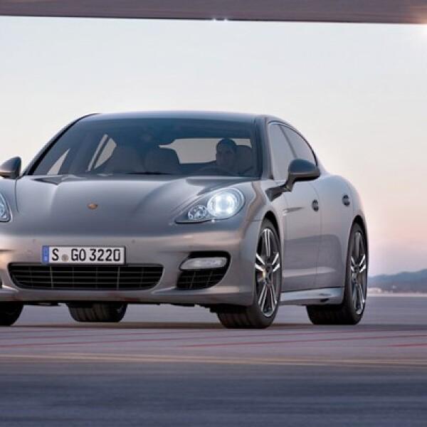 Porsche presentó su nuevo modelo Panamera Turbo S 2012, que combina un motor mejorado respecto a su versión anterior e interiores renovados.