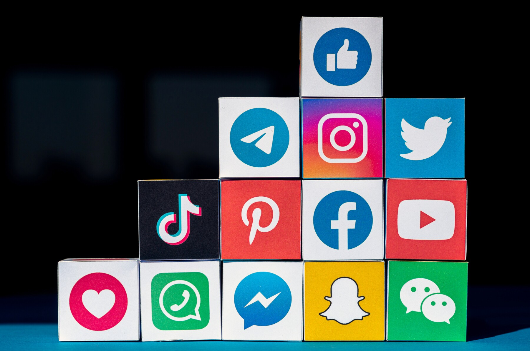 A Wall of Cubes with Social Media Apps