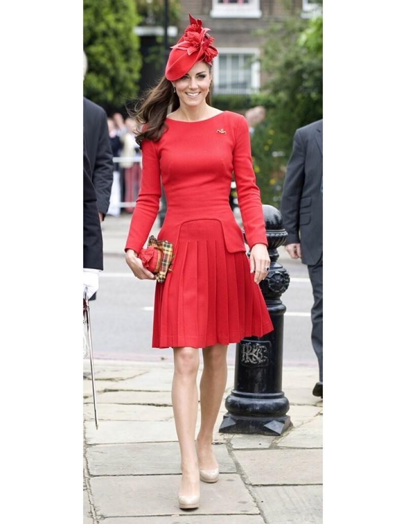 Kate usó un vestido de manga larga de Alexander McQueen.