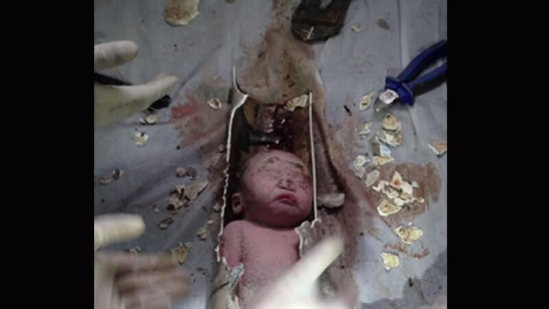bebe-china-rescatado-tuberia