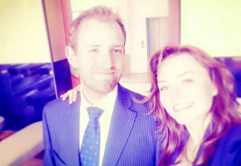 La actriz no pudo estar más feliz luego de reunirse con su familia en París para la boda de su hermano, Arnaud Boyer.