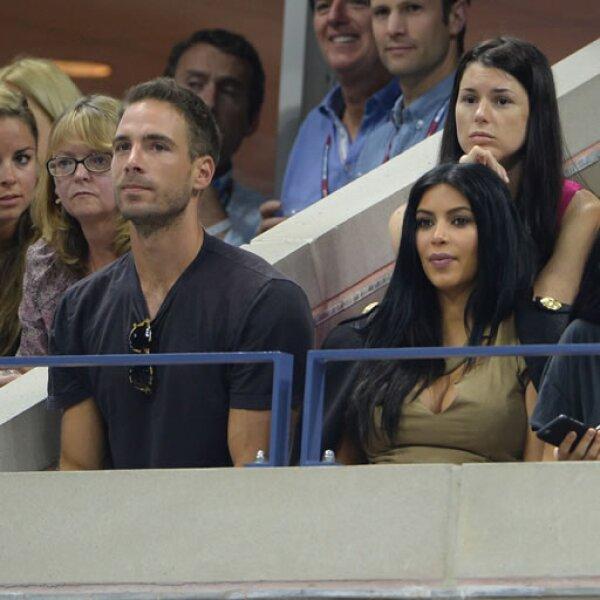 Kim Kardashian acudió para ver competir a su amiga Serena Williams, con quien fue captada cenando una noche antes en el restaurante Carbone de Nueva York.