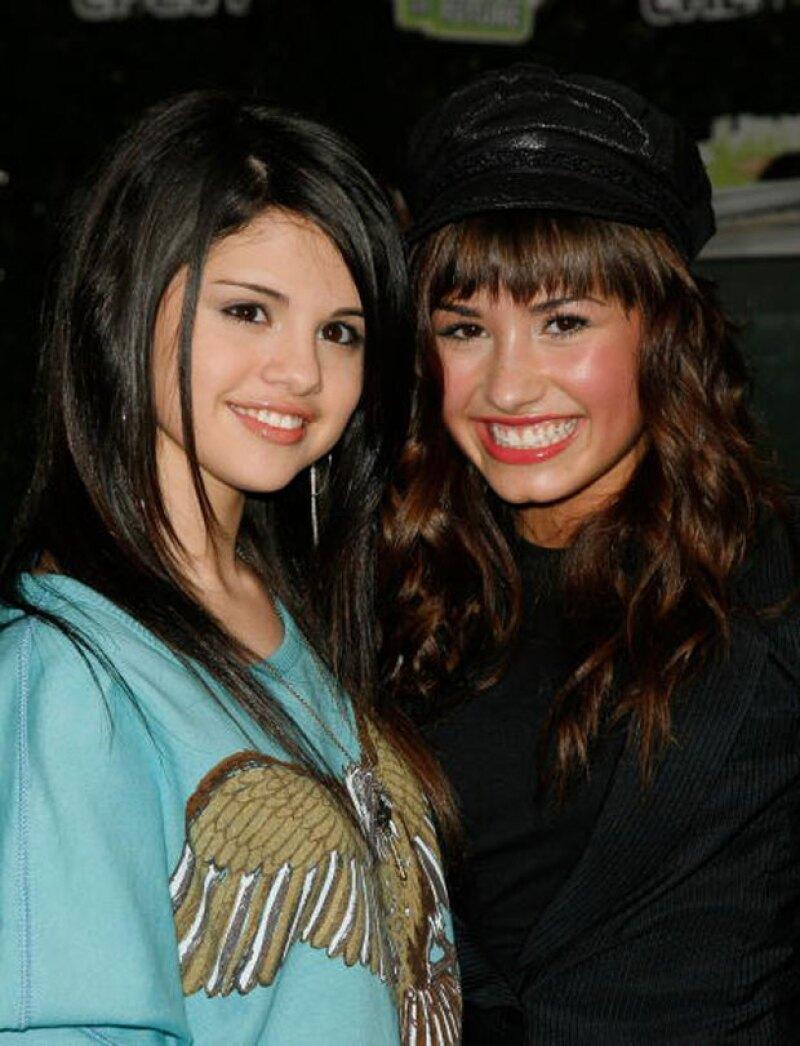 El par de cantantes se conocieron en el show de Barney, después comenzaron a trabajar en Disney channel para así poco a poco consolidar sus carreras.
