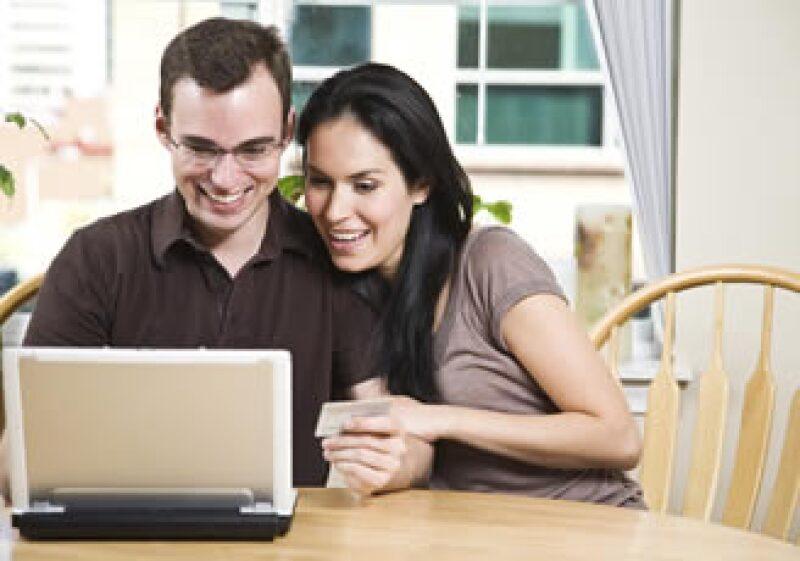 Para tener unas finanzas sanas en pareja, haga un plan de inversión a corto, mediano y largo plazo.  (Foto: Photos To Go)