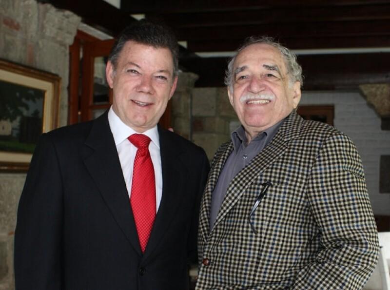 El presidente de Colombia, Juan Manuel Santos con García Márquez.
