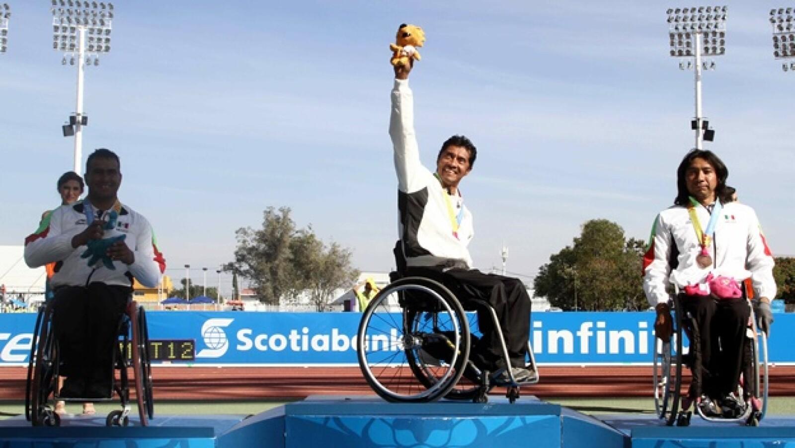 Saul Mendoza Hernandez silver medal (L), Martin Velasco Soria bronze mdal (R) an