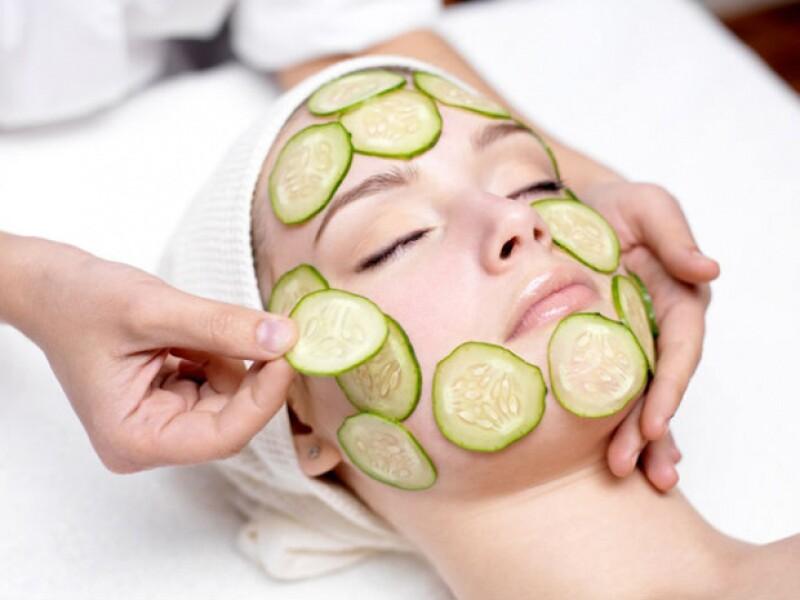 Dependiendo de los ingredientes que contenga tu mascarilla, puede ayudar a tu rostro a combatir ya sean granitos, arrugas, resequedad o cualquier malestar por el que pueda estar pasando tu piel.