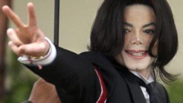 Los representantes del cantante aprobaron un acuerdo con Columbia Pictures para llevar a la pantalla grande la vida del cantante, en donde además aparecerán sus últimos ensayos.