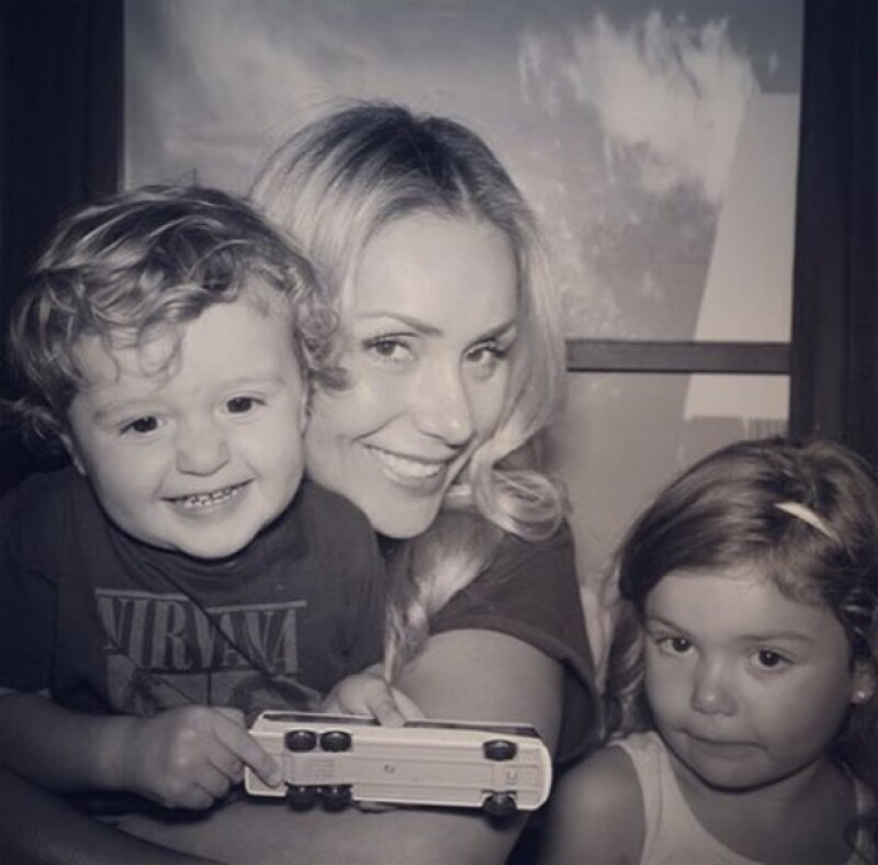 Heidi junto a sus dos hijos, Elena y Jaime.