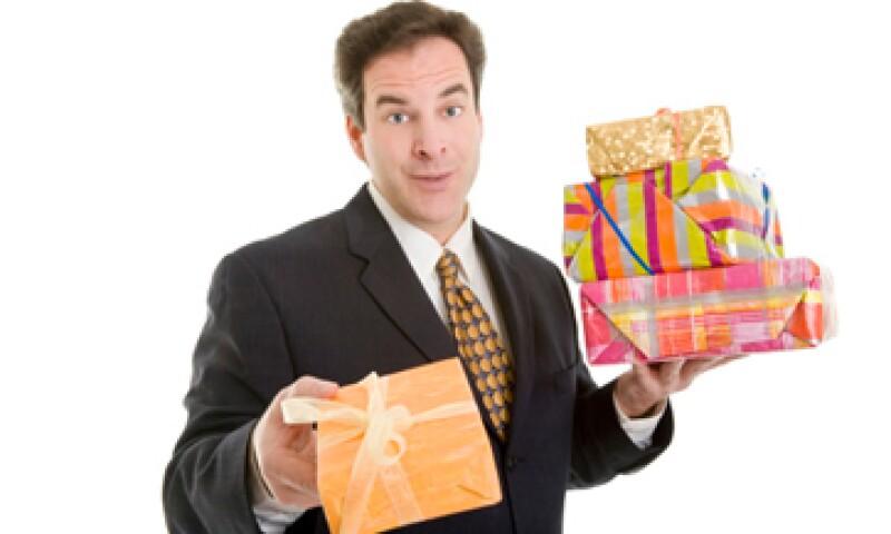 Los regalos de bajo costo son una forma de valorar la productividad de los empleados en tiempos difíciles. (Foto: Getty Images)