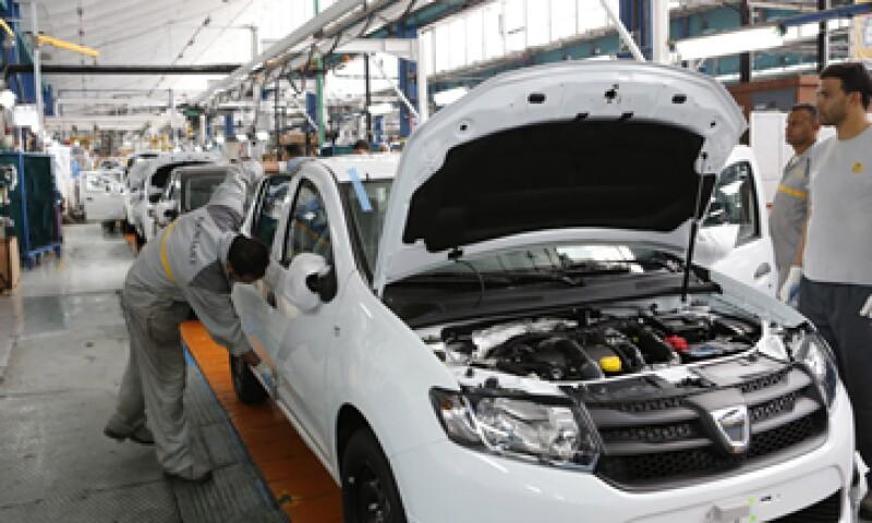 Se prevé que los mercados automotores francés y europeo caerán un 5%. (Foto: AP)