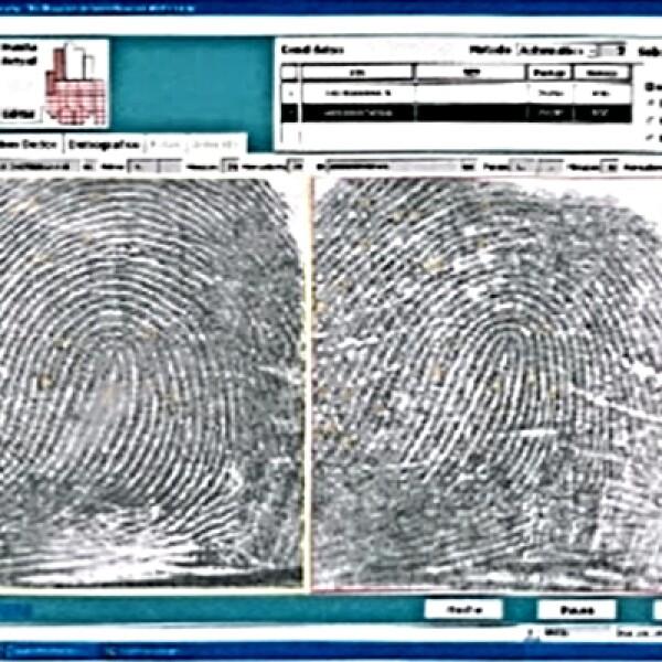 Y como tercer prueba se utilizó el material dactiloscópico-forense, es decir, que se tomaron huellas de las dos manos de los dos diez dedos del detenido y se compararon con las huellas que se tenían de su primer ingreso al penal.