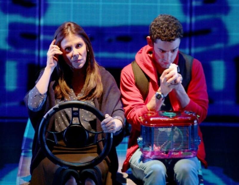 Rebecca Jones interpreta a la madre de Luis Gerardo en el montaje.