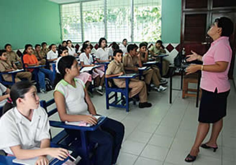 El mayor subejercicio, de 18,000 millones de pesos, se dio en el rubro de aportaciones al sistema educativo, en 2008. (Foto: Procesofoto)